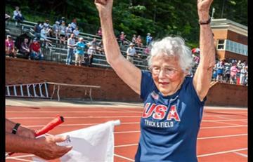 Viral: Mujer de 101 años impone récord tras correr 100 metros
