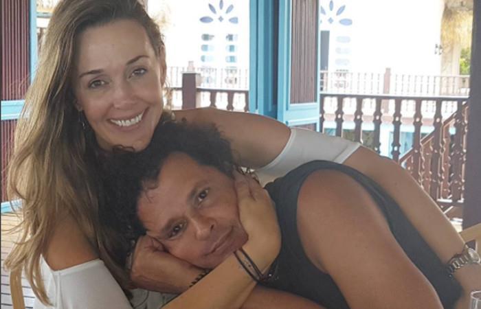 Carlos Vives contó que le dijo su esposa tras el beso con fanática