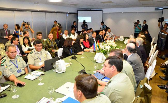 Delegados de Chile y Bolivia en la reunión del Comite de Fronteras, en la ciudad de Santa Cruz. Foto: ABI