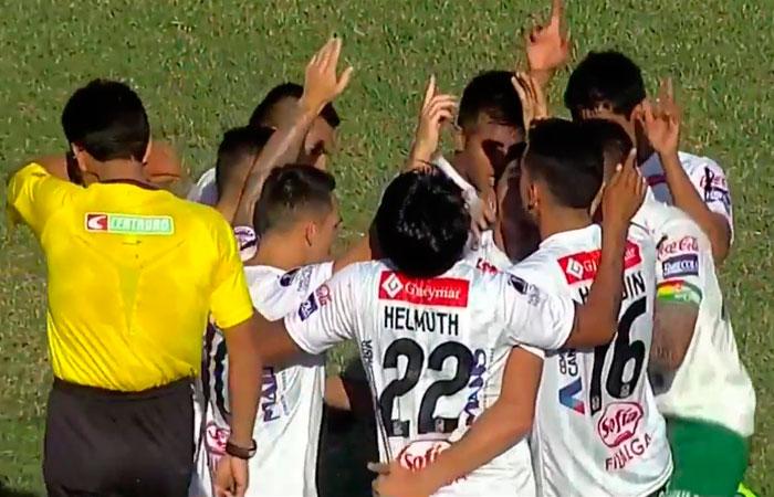 Los jugadores de Oriente Petrolero celebran su primer tanto ante Real Potosí. Foto: Facebook