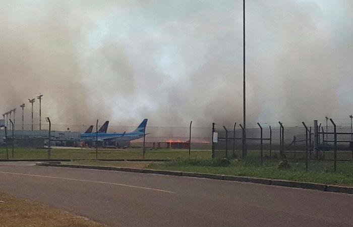 Suspenden vuelos en Aeropuerto Viru Viru por incendio