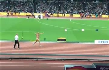 Londres: El nudista que se robó el show en la despedida de Usain Bolt