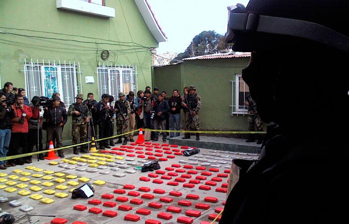 Imagen del año 2015, cuando la fuerza policial presentó la droga que se encontró en el avión piloteado por el entonces capitán Yimi Urzagaste. Foto: ABI/Archivo