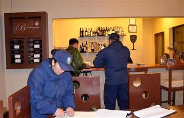 Tarija clausuró tres restaurantes que operaban como bares