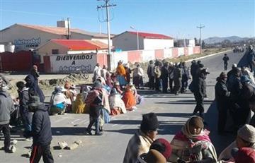 Achacachi: Policías desalojan la ciudad ante amenazas de quema