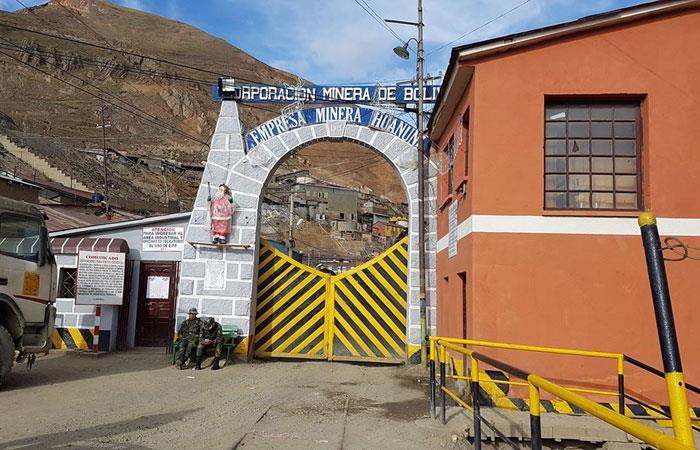 Detienen a 16 'jukus' tras enfrentamiento con mineros en Huanuni