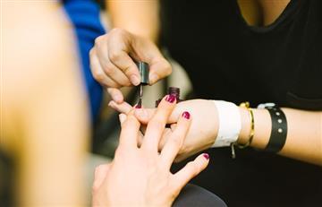 Reino Unido: Mujer descubre que padece cáncer tras ir a la manicurista
