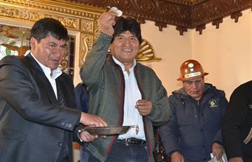 Mineros de Colquechaca entregan un tesoro a Evo Morales