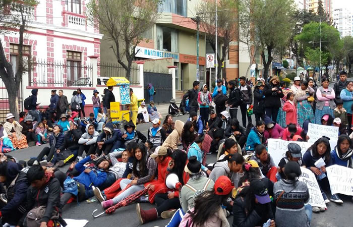 Achacachi: Estudiantes salen en protesta y piden respeto a la educación