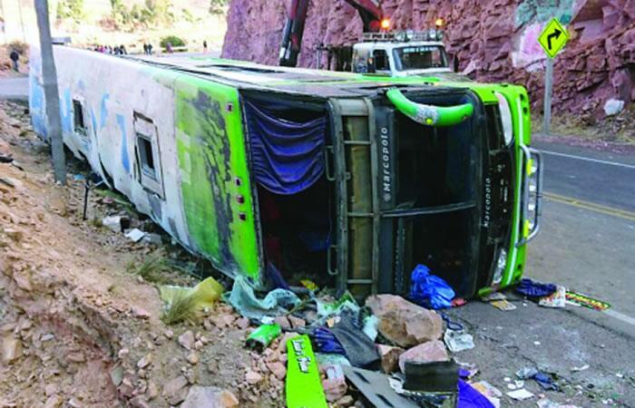 Potosí: Vuelco de un bus deja varios heridos y un muerto