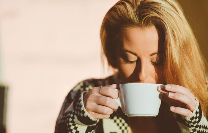 6 formas en las que el café te hace ver como una mujer más atractiva