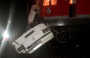Rusia: Choque de tren con autobús deja al menos 19 muertos