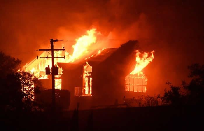 Incendios en California dejan diez muertos