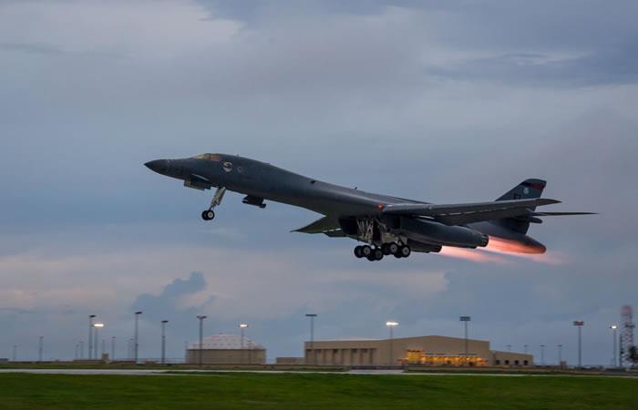 EE.UU. realiza una demostración de fuerza sobrevolando la península coreana