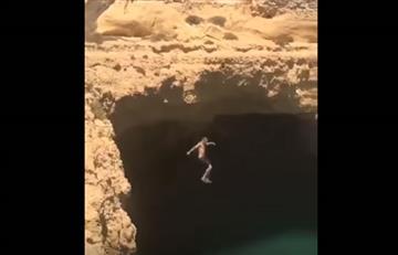 Video: El peor salto de un hombre al agua que se estrella con lo insperado