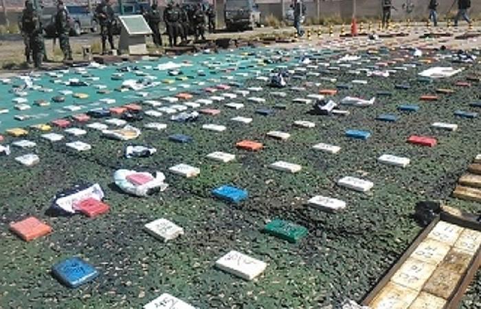 Policía antidroga decomisó más de 229 toneladas de droga y 17 avionetas