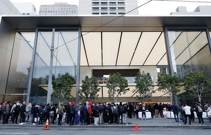 Apple: Largas filas para comprar el costoso iPhone X