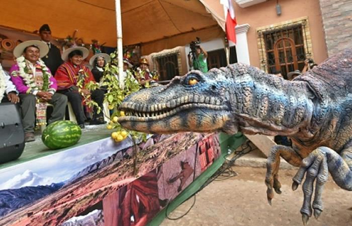 Evo destaca potencial turístico de Toro Toro y entrega un edificio