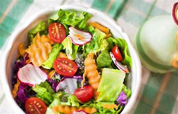 6 cosas que no debes poner a la ensalada si quieres adelgazar