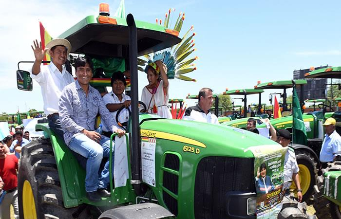 Beni: Presidente entrega 38 tractores y 1.060 títulos ejecutoriales