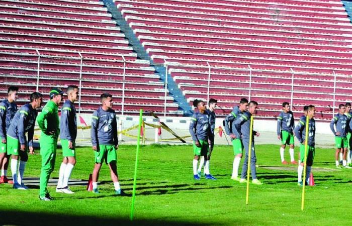 Federación Boliviana de Fútbol dotó de material deportivo a la selección boliviana