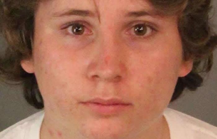 Adolescente abusó de 50 niños y su madre lo entregó a la policía