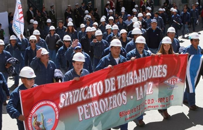 Evo Morales felicita a petroleros en su día con conmovedor mensaje