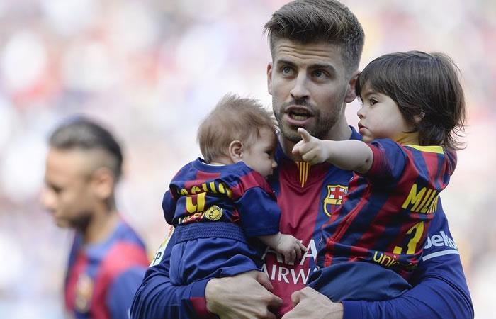 Piqué con sus hijos Sacha y Milan. Foto. AFP
