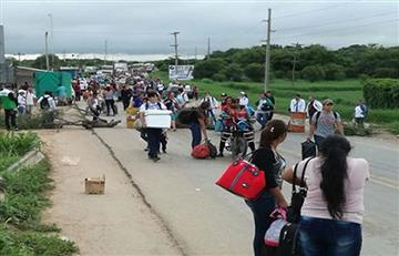 Médicos inician bloqueo en Pailón y cortan la ruta hacia el Beni