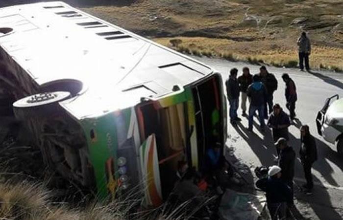 Accidente en Los Yungas deja 2 muertos y al menos 12 heridos