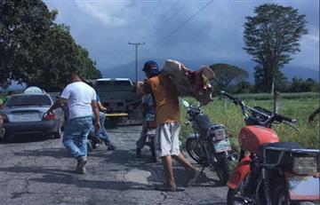 Video: Venezolanos matan a piedra a una vaca para calmar el hambre