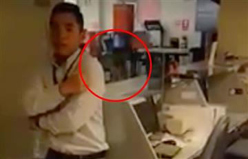 Perú: Captan a 'niña fantasma' en un banco y las redes se estremecen