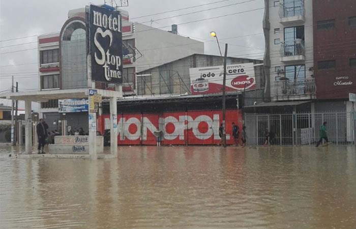 Torrencial lluvia en Quillacollo inundó la avenida Blanco Galindo