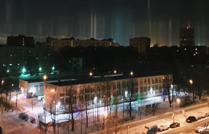 Fenómeno de luces naturales adornan el cielo en Rusia