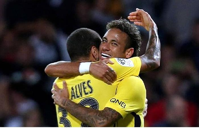 Dani Alves y Neymar Jr. Foto: AFP