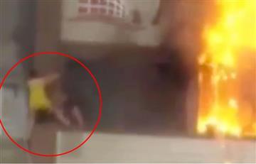 Video: Mujer cae de quinto piso mientras escapaba de un incendio