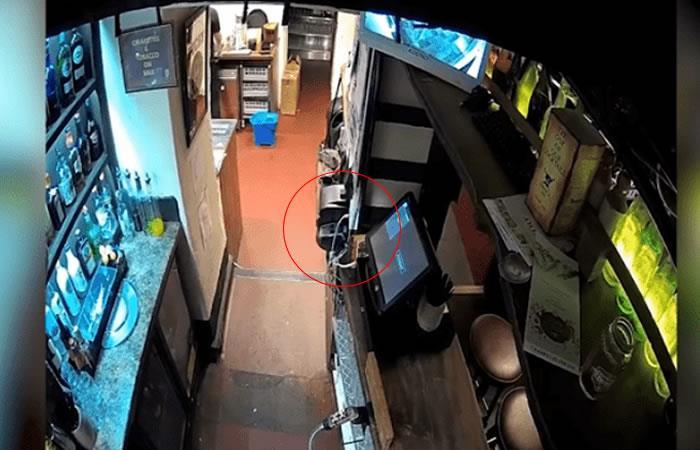 Video: Cámaras graban escalofriante suceso en bar 'embrujado'