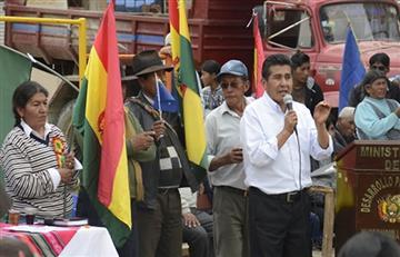 Ministro de Desarrollo iza bandera de reivindicación marítima