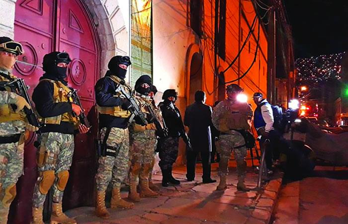 La Paz: Llegan 12 peligrosos reos del penal de Palmasola