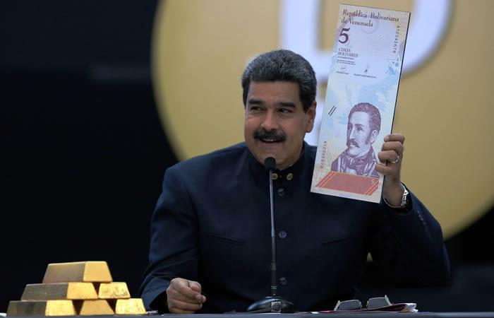 Maduro anuncia reducción de tres ceros al Bolívar