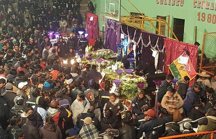Huanuni: Los cuerpos de los mineros muertos fueron velados en un coliseo