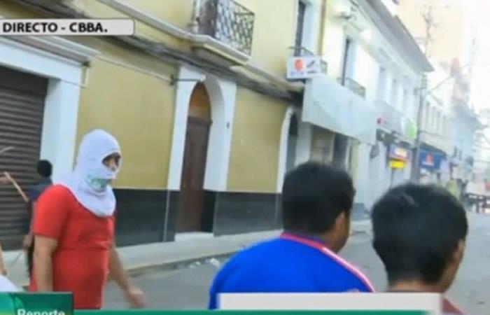 Denuncian a seguidores de Leyes por agredir a periodistas y robar equipos de Bolivia Tv