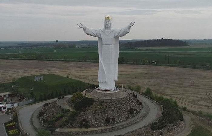 Estatua de Jesús en Polonia proporciona internet