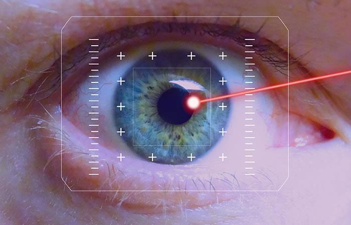 Crean lentes de contacto que disparan rayos láser