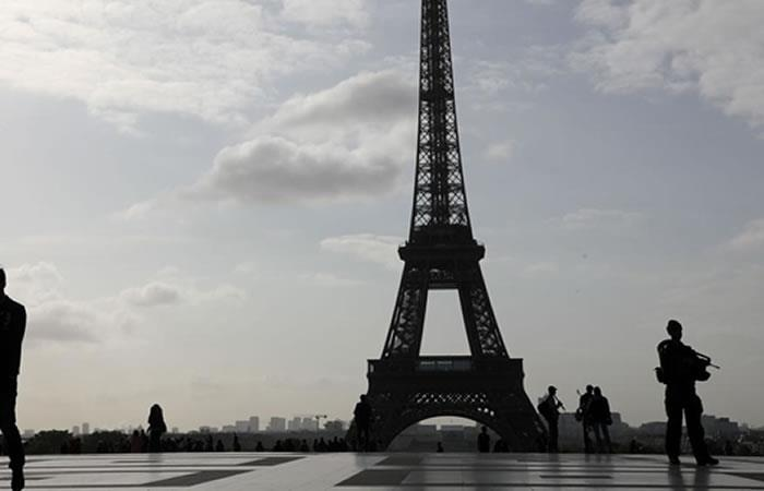 Presunto terrorista ataca con cuchillo a cinco personas en París