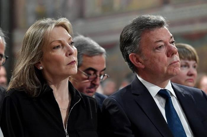 Santos denuncia a quienes 'añoran la guerra y privilegian la venganza'