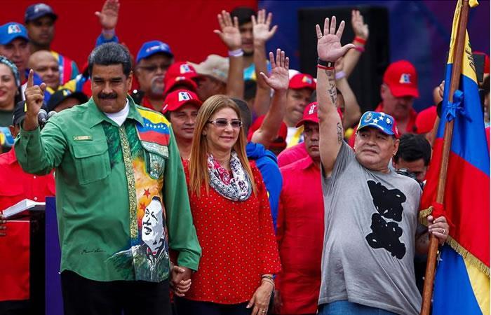 Diego Maradona presente en el cierre de campaña de Maduro