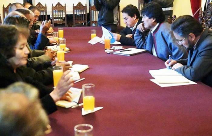 Bolivia: Jubilados acuerdan un aumento de 4% de su renta