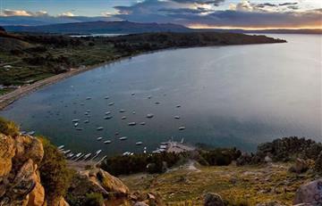 Buscan a turista argentino que cayó al lago Titicaca en Bolivia