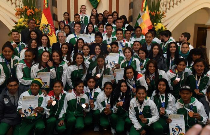 Foto: EFE. Bolivia premia a sus medallistas en los Suramericanos